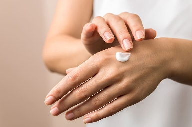 Take care of your hands during winter with cold cream